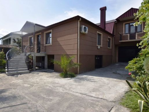 Batumi, Gen. А.Abashidze str., 2 storey house with a plot  for rent