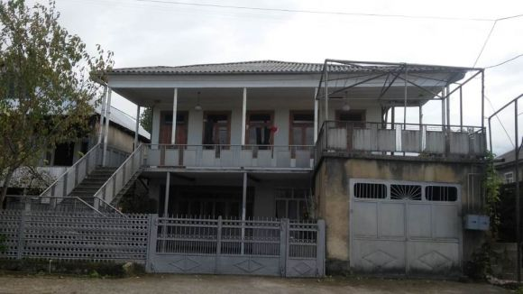 Ozurgeti, D.Bakradze str., 2 storey house with a plot  for sale